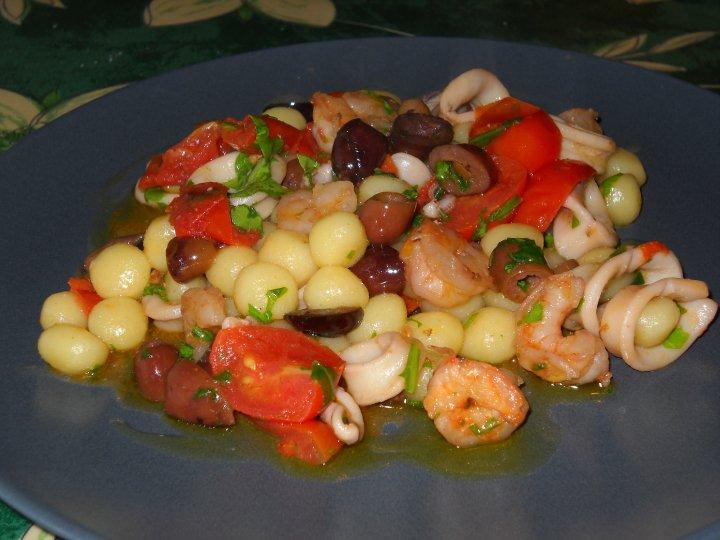 Chicche di patate con calamaretti,gamberi ,pomodori pachino e olive taggiasche